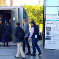visitors at the ISWA 2019 inspecting a WEHRLE display container