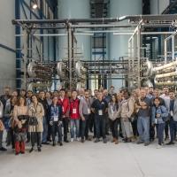 Interessierte Besucher besichtigen gemeinsam mit Pablo García Gonzalez die WEHRLE Anlage zur industriellen Abwasserbehandlung in Bilbao