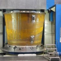 Mechanische Bearbeitung auf der CNC-Karusselldrehmaschine Toshulin in der WEHRLE-Fertigung in Emmendingen