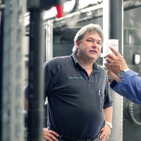 Anlagenbetreiber + Probe - WEHRLE Abwasseraufbereitung