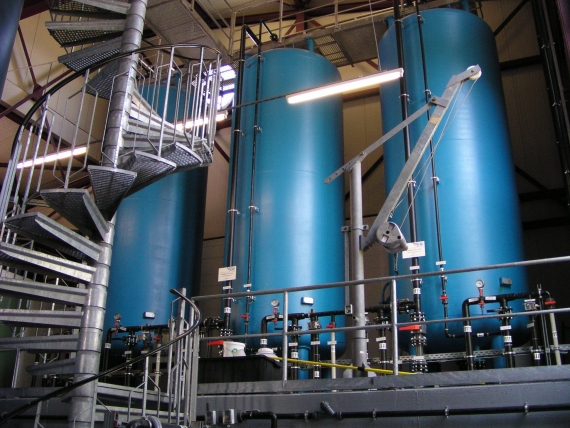 Adsorption plants with activated carbon